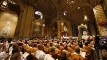 Las misas celebradas por el arzobispo Charles Chaput están siendo transmitidas en vivo a través de Facebook Live. Foto: Archivo AL DÍA News.