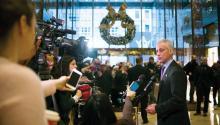 Rahm Emanuel, alcalde de Chicago demandó al Departamento de Justicia por su amenaza de recortar fondos si la 'ciudad santuario' no colabora con autoridades migratorias. Para Emanuel, la medida pone en riesgo la seguridad de su ciudad. EFE