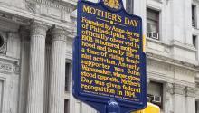 Ha pasadomás de un siglo desde que se celebró por primera vez un día de la madre, desde entonces la fiesta ha sido cooptada por el comercio y el gobierno sigue sin reconocer algunosderechos. Peter Fitzpatrick/AL DÍA News.