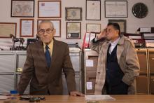 El agente topo filma todavía con Sergio y el detective Rómulo (de izquierda a derecha). Cortesía del Sundance Film Institute.