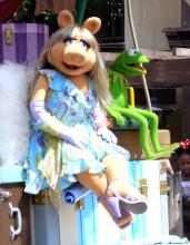 Miss Piggy and Kermit during the Magic Kingdom parade.Ross Hawkes via Flickr.