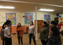 Students in Tierra y Cuerpo'sexperimental theatre class play a game to wrap up the day. Photo: Nigel Thompson/AL DÍA News.