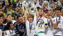 Luka Modric of Real Madrid lifts the trophy after Real Madrid won the UEFA Champions League final between Real Madrid and Atletico Madrid at the Giuseppe Meazza Stadium in Milan, Italy, 28 May 2016. (Liga de Campeones, Italia) EFE