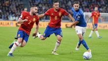 Mattia De Sciglio (d) de Italia disputa el balón con Koke (c) de España, durante un partido entre Italia y España del grupo G por el paso al Mundial Rusia 2018, que se disputa en el Estadio Juventus en Turín (Italia). El partido terminó 1-1. EFE