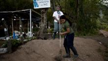 Rebels and soldiers who don't qualify for Colombia's amnesty could pay their debt to society by clearing land mines.EFE/RICARDO MALDONADO ROZO