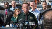 Broward's Sheriff Scott Israel (C) adresses the media after the shooting that left five dead at Fort Lauderdale's airport, in Florida, USA. Investigators maintain that the gunman, a 25-year-old former soldier from Alaska, acted alone at the terminal 2, during the shooting. EFE
