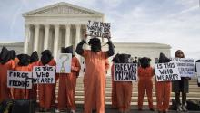 Demonstrations against Guantanamo in Washington D.C yesterday. Cities like Seattle, Washington DC or Berlin are examples of cities that are doing more than just opposing anti-urban national policies and citizens become engaged volunteers to help improve quality of life.EFE/Michael Reynolds