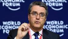 El director general de la Organización Mundial del Comercio (OMC), Roberto Azevedo, interviene durante una rueda de prensa celebrada en el marco del Foro Económico Mundial que acoge la ciudad alpina de Davos (Suiza).EFE