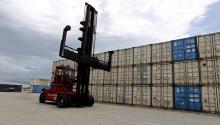 El déficit comercial de bienes y servicios de EEUU se elevó en 2016 un 0,4 %, hasta los 502.300 millones de dólares, en lo que se supone la cifra más alta desde 2012. La cifra corresponde al último año de Gobierno del ya ex presidente Barack Obama, quien había prometido duplicar en 2010 la cifra de exportaciones estadounidenses al fin de su mandato, algo que se ha mostrado inviable.