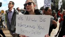 Protests sparked yesterday in L.A against the confirmation of Betsy DeVos as Secretary of Education in Trump's White House.Photo:EFE/Mike Nelson