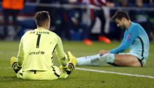Barcelona goalkeeper Marc-Andre Ter Stegen (l) during a match between Paris Saint Germain and Barcelona, at Parc des Princes stadium in Paris (France). EFE
