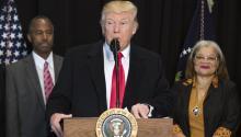 """Hay dos aspectos de la presidencia de Trump. Está el """"Freak Show"""", los tuits, las afirmaciones disparatadas, los hechos falsos, las peleas con cualquiera que se niegue a seguirlo (los medios de comunicación, los jueces) y la autopromoción incesante. EFE"""