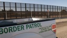 """Más de 600 empresas que se registraron para demostrar su interés en participar en la construcción del muro fronterizo del presidente Trump desde fines de febrero, 62 son empresas """"de propiedad hispano americana"""". EFE"""