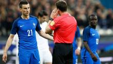 German referee Felix Zwayer (r) during an international friendly match against Spain at the Stade de France in Saint-Denis, near Paris (France). EFE