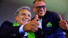 El candidato oficialista, Lenín Moreno (i), posa junto al vicepresidente ecuatoriano, Jorge Glas (d),durante las últimas horas de las elecciones presidenciales en segunda vuelta, previo a conocer los resultados oficiales, en Quito (Ecuador). EFE