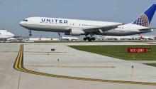 Geoff Fearns, un pasajero con billete en primera clase para hacer el trayecto entre Hawai y California la semana pasada, asegura que fue amenazado por United Airlines con ser esposado si no abandonaba el vuelo por otro suceso de sobreventa de pasajes, informó el diario Los Angeles Times. EFE