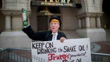 Muchas de las promesas y políticas de la campaña de Trump son idiotas e inviables. Siempre era probable que las invirtiera, como ha comenzado a hacer esta semana en varios frentes.