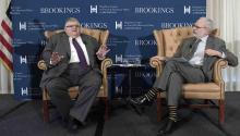 Outgoing Governor of the Bank of Mexico, Agustin Carstens (i), along with Brookings Institute of Economic Studies expert David Wessel (d) speak at a conference organized by the Brookings Institution in Washington, DC. Carstens said today that the renegotiation of the North American Free Trade Agreement (NAFTA) requested by the US Can offer a win-win situation for all member countries. EFE
