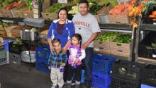 Las familias Latinas comolos Tuch, originarios de Guatemala, viven con miedo a las deportaciones bajo el gobierno de Trump.. EFE/IVAN MEJIA