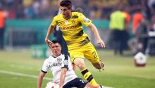 Frankfurt's Slobodan Medojevic (L) in action against Dortmund's Christian Pulisic (R) during the German DFB Cup final soccer match between Eintracht Frankfurt and Borussia Dortmund at the Olympic Stadium in Berlin, Germany. EFE