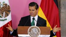 """El presidente mexicano, Enrique Peña Nieto agradeció la visita de la canciller alemana, Angela Merkel, en un """"momento crucial"""" y destacó la visión compartida de ambos países en democracia, libre comercio, medio ambiente y derechos humanos. EFE"""
