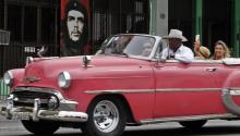 Donald Trump is expected to put an end to Obama's efforts to normalize economic and diplomatic relations with Cuba. Clamping down on travel and commercial ties with the island will affect the tourism industry. Photo:EFE/Ernesto Mastrascusa