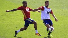 The players of the Spanish soccer team Thiago Alcántara and David Villa (r) during the training held in the City of Soccer of Las Rozas to prepare matches against Italy and Liechtenstein to qualify for the 2018 World Cup in Russia. EFE