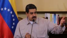 El presidente deVenezuela, Nicolás Maduro, acusó hoy al jefe del Parlamento, el opositor Julio Borges, de las medidas que tomó el Gobierno de EE.UU. contra funcionarios de su Administración, al señalar que él solicitó que se les negaran las visas e indicó que no hay sanción que detenga la revolución. EFE/PRENSA MIRAFLORES/