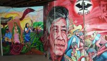 """Vista del mural creado por el artista Victor Caldee que retrata la lucha de los activistas y campesinos por sus derechos. Santa Rita Center, el lugar donde César Chávez realizó su huelga de hambre y la activista Dolores Huerta acuñó la frase """"Sí se puede"""". EFE"""