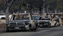 Vista general de una cuadra en la que se observan autos y casas destruidas por un incendio en Santa Rosa,California(EE.UU.), hoy, martes 10 de octubre de 2017