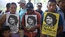 Algunos medios señalan que desde que llegó al poder, en 2012, el presidente hondureño Juan OrlandoHernández hecho la vista gorda ante múltiples violaciones de los derechos humanos y asesinatos de activistascomo Berta Cáceres.EFE/Gustavo Amador