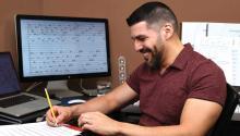 """el peruano Jimmy López, de 39 años, responsable de la composición musical de la obra """"Dreamer"""" de """"Cal Performances"""" que se estrenará en marzo de 2019 en la Universidad de California en Berkeley. EFE"""