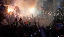 Varios manifestantes gritan eslóganes durante la protesta contra el reconocimiento de Jerusalén como capital deIsrael, en la mezquita Fatih de Estambul, Turquía, el 6 de diciembre del 2017