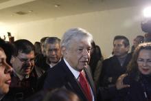 El candidato del partido Movimiento Regeneración Nacional (Morena), Andrés Manuel López Obrador (c), prometió hoy recuperar la Secretaría de Seguridad Pública, disuelta por el actual presidente, Enrique Peña Nieto, en caso de que gane las elecciones presidenciales del próximo 1 de julio. EFE