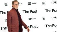 """El director de cine StevenSpielbergposa durante la presentación de la película """"The Post"""" en Milán (Italia) el15 de enero de 2018. EFE/ Daniel Dal Zennaro"""