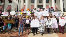Protesters protest in front of the Florida Congress in Tallahassee, Florida (United States) last, January 21, 2018. EFE