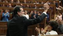 El presidente del gobierno MarianoRajoy, saluda tras intervenir ante el pleno del hemiciclo del Congreso en el debate de la moción de censura presentada por el PSOE. EFE/J.J. Guillén