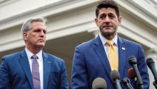 El presidente de la Cámara de Representantes, el republicano Paul Ryan (d), y el líder en la Cámara, el republicano Kevin McCarthy (i), ofrece una rueda de prensa en la Casa Blanca tras haberse reunido con el presidente estadounidense, El presidente de EE.UU., Donald Trump, informó que no firmará la propuesta presupuestaria del Senado. efe