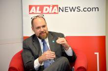 Trevor Day, Comisionado del Departamento de Adquisiciones de Filadelfia habla sobre oportunidades de contratos ofrecidos para negocios durante una sesión de diálogo en las oficinas de AL DIA News Photo: Samantha Laub/AL DIA