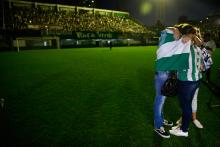 CHAPECÓ (Brazil), 29/11/2016 – Families and directors of the Chapecoense Futbol Team greet the fans during the vigil today, Tuesday, 29th November 2016 in the Arena Condá Stadium in Chapecó (Brazil). The city of Chapecó (south Brazil) its shocked by the air crash that happened last night in Colombia. The crash has ended forever the project of the local team to play their first final in an international tournament, a sad incident that has left their fans speechless. EFE/Fernando Bizerra Jr.