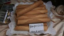 Los barquillos son un postre tradicionalde Navidad en España. Algunos lo mojan en la copa de capa. Photo: Wikipedia COMMONS