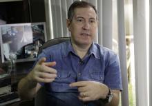 Pue de foto: el locutor de fútbol Rafael Henzel habla durante una entrevista en Chapeco, Brasil, el día miércoles 18 de Enero de 2017. Henzel es uno de los seis pasajeros que sobrevivieron el accidente del vuelo del Chapecoense, que mató a 71 personas, incluyendo 19 jugadores del equipo de fútbol, el día 28 de noviembre del año pasado.