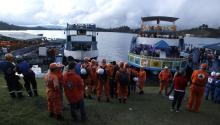 Rescue agencies are preparing to conduct search operations after a boat with about 170 people sank yesterday, in the Guatapé reservoir, east of the department of Antioquia (Colombia).EFE/Luis Eduardo Noriega A.