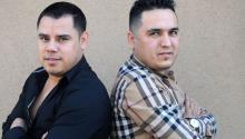 """Los primos Gabriel (izq.) y Nano Berrelleza (dcha.), integrantes de """"LosCuatesdeSinaloa"""", una de las bandas de corridos más reconocidaen ambos lados de la frontera.EFE/Beatriz Limón"""