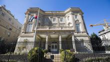 "View of the facade of the Cuban embassy in Washington, DC, on Tuesday, October 3, 2017. The United States ordered the departure of 15 Cuban Embassy officials in Washington in response to alleged ""acoustic"" attacks against at least 22 US diplomats in Cuba that have led the State Department to reduce its personnel on the Caribbean island. EFE / Jim Lo Scalzo"