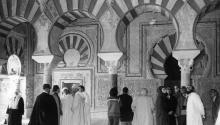 """Córdoba, 2-1-1981.- Con una ponencia sobre """"El Islam y laCulturaÁrabeAndaluza en sus perspectivas históricas"""" se ha iniciado hoy, en el Alcázar de los Reyes Cristianos de Córdoba, el """"I Encuentro de AmistadÁrabe-Cordobesa"""" organizado por la Asociación musulmana de esta capital. Efe / Ladis hijo"""