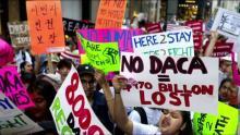 """""""Soñadores"""" demandan a Trump por cerrar DACA e incumplir la promesa de Obama"""