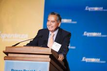 El Doctor Jesús Esquivel recibió el Esperanza Advocate Award en el Andrew Mellon Center in Washington, D.C.
