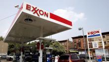 Fotografía de archivo fechada el 27 de julio de 2006 que muestra una estación de servicio de la petrolera estadounidenseExxonMobilen Brooklyn (Nueva York, EE.UU.).EFE/Justin Lane