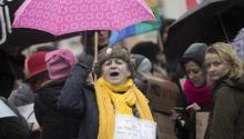 Cientos de mujeres en Filadelfia se suman hoya las jornadas masivas de protestas a favor de la equidad de género (salarial, política y social)alrededor del mundo. Más de 150 organizacionesllevaránacciones de visibilizaciónen Estados Unidos. EFE